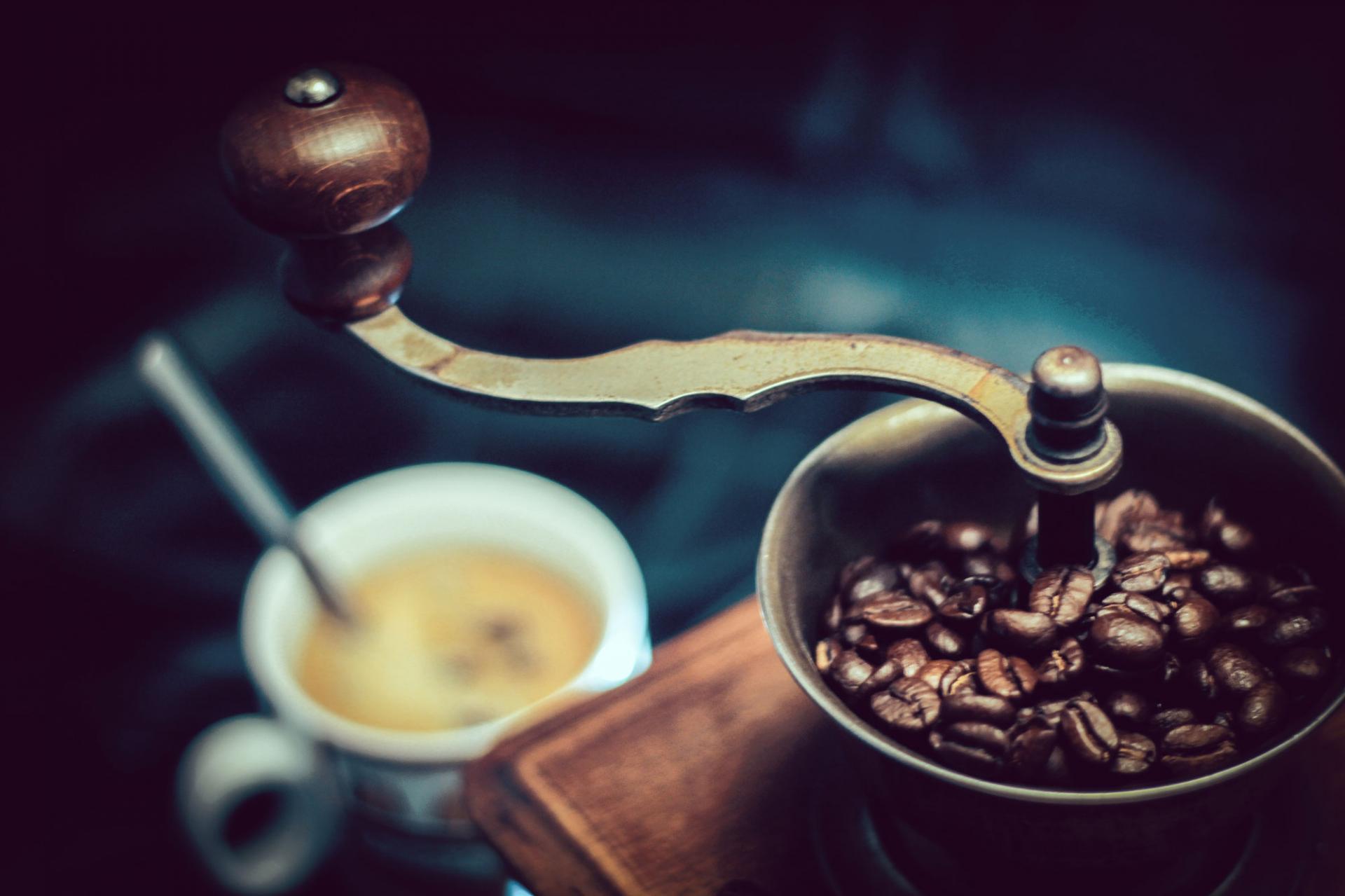 Кофе, чай или энергетик: выбираем лучший допинг для водителя